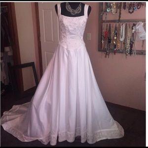 Dresses & Skirts - White Wedding Dress Princess style